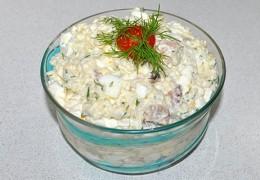 Салат из морского коктейля с яйцом рецепт